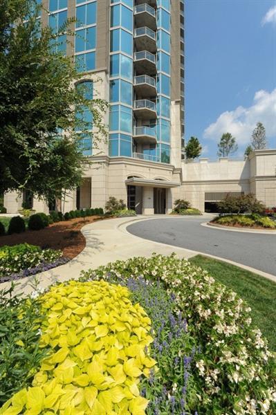 2795 Peachtree Road NE #1009, Atlanta, GA 30305 (MLS #5921951) :: The North Georgia Group