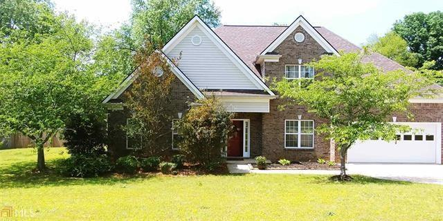 4817 Streamside Drive, Flowery Branch, GA 30542 (MLS #5988634) :: The Zac Team @ RE/MAX Metro Atlanta