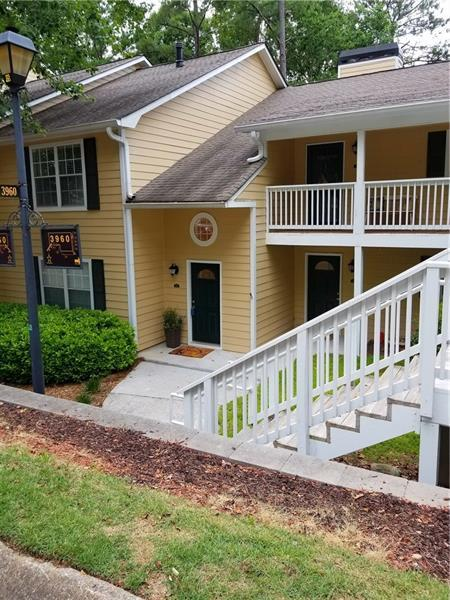 3960 Riverlook Parkway SE #102, Marietta, GA 30067 (MLS #6032921) :: RE/MAX Paramount Properties