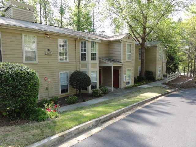 702 Riverview Drive #702, Marietta, GA 30067 (MLS #6644539) :: Charlie Ballard Real Estate