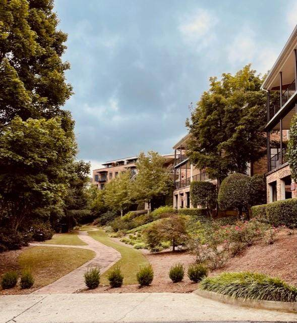 320 Creek View Lane #303, Roswell, GA 30075 (MLS #6945136) :: The Realty Queen & Team
