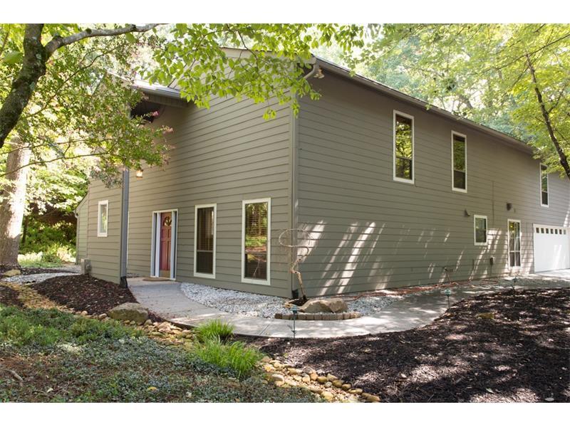 9040 Martin Road, Roswell, GA 30076 (MLS #5725739) :: North Atlanta Home Team