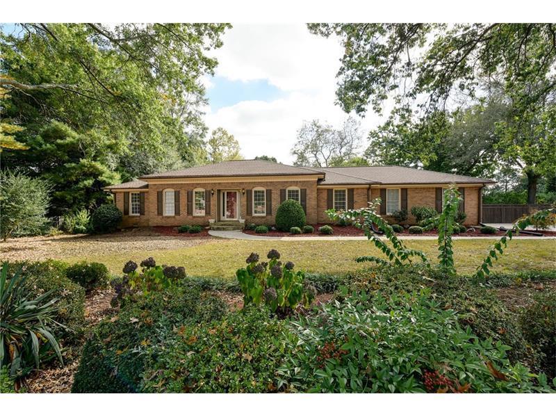 1560 Meadowview Drive, Marietta, GA 30062 (MLS #5762394) :: North Atlanta Home Team