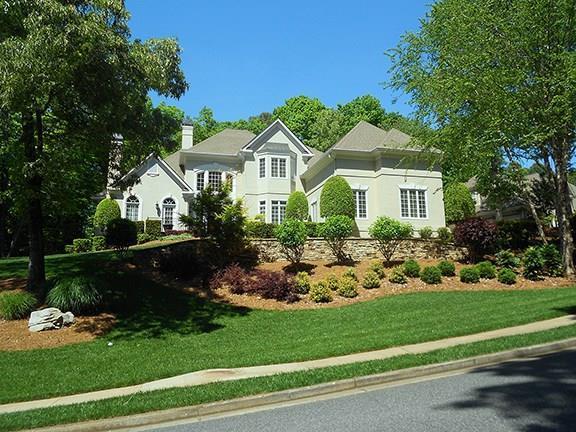 8675 Sentinae Chase Drive, Roswell, GA 30076 (MLS #6107046) :: North Atlanta Home Team