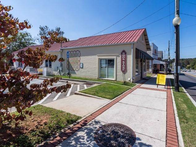 4451 Marietta Street - Photo 1