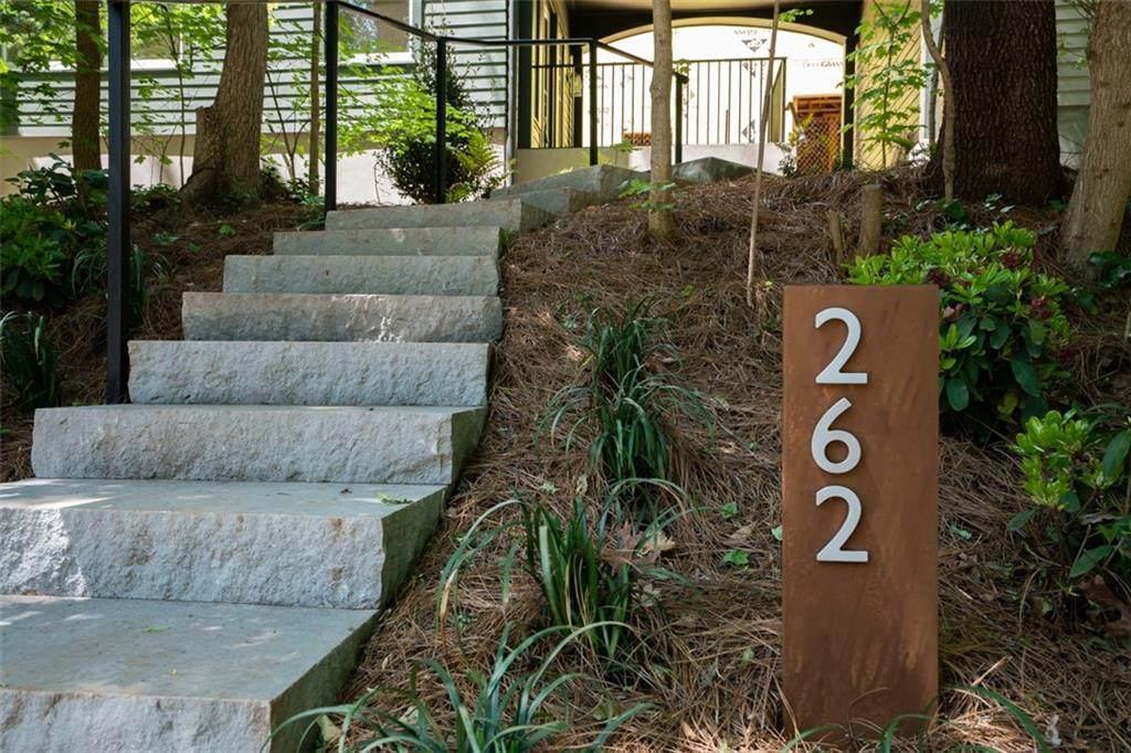 262 Southerland Terrace - Photo 1