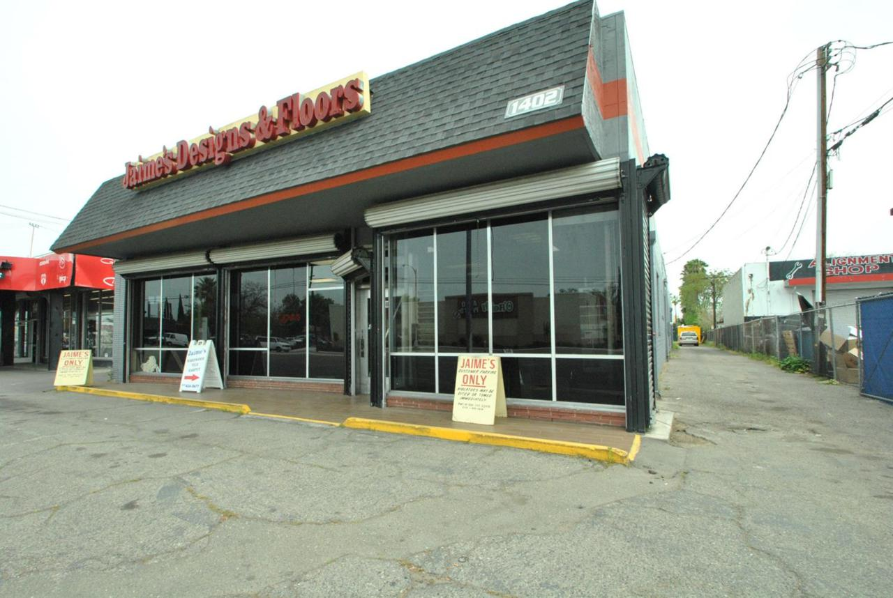 1402 Blackstone Avenue - Photo 1
