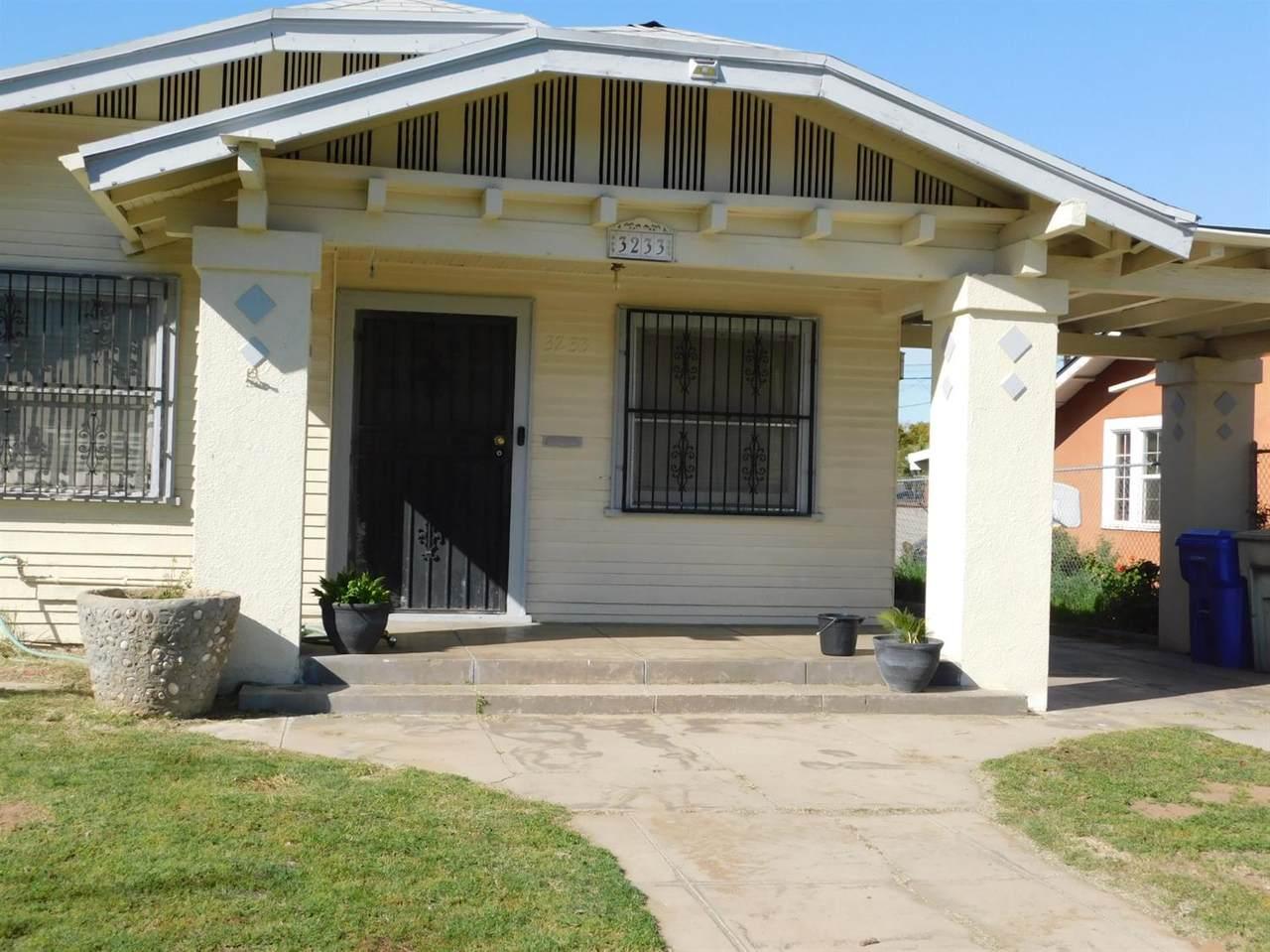 3233 Lyell Avenue - Photo 1