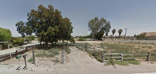 976 S Mooney, Tulare, CA 93274 (#479526) :: FresYes Realty
