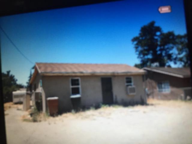 2323 S K Street, Bakersfield, CA 93301 (#494775) :: FresYes Realty