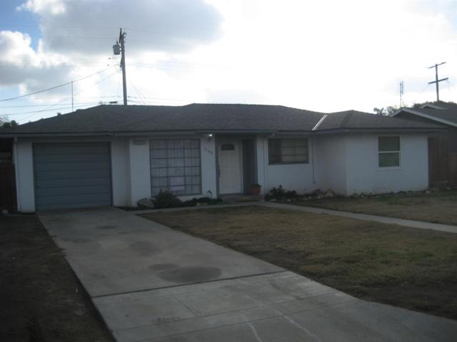 1135 E Sierra Avenue, Tulare, CA 93274 (#495273) :: FresYes Realty