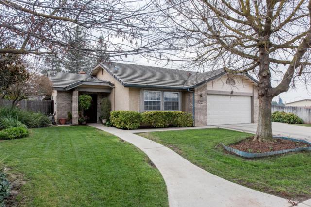 305 E Cypress Avenue, Reedley, CA 93654 (#497458) :: FresYes Realty