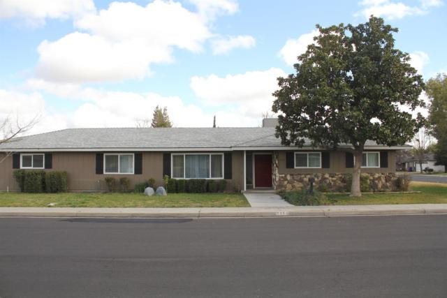 2350 19Th Avenue, Kingsburg, CA 93631 (#498287) :: FresYes Realty