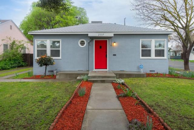 2137 N Vagedes Avenue, Fresno, CA 93705 (#499367) :: FresYes Realty