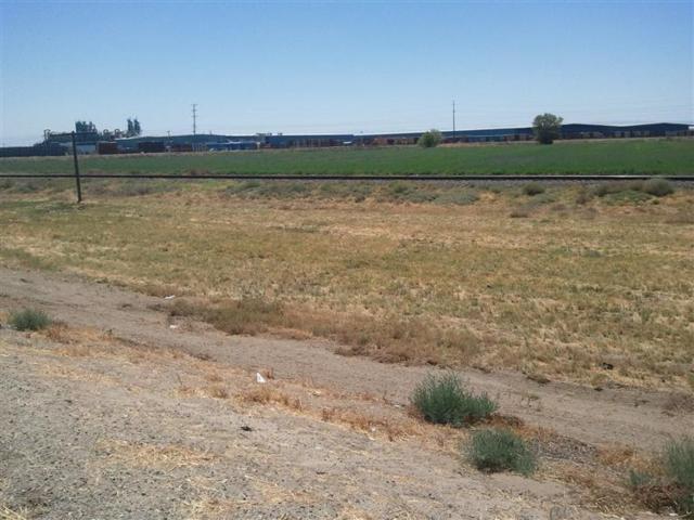 2460 N Street, Firebaugh, CA 93622 (#500983) :: FresYes Realty