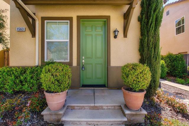 1563 N Sanders Avenue, Clovis, CA 93619 (#501179) :: FresYes Realty
