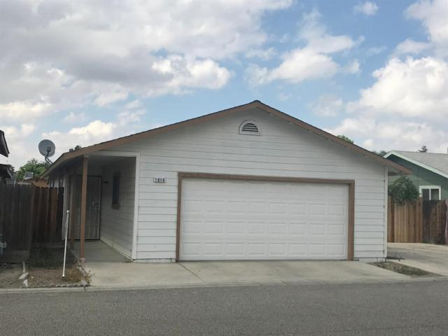 1010 Village Drive, Corcoran, CA 93212 (#505428) :: FresYes Realty