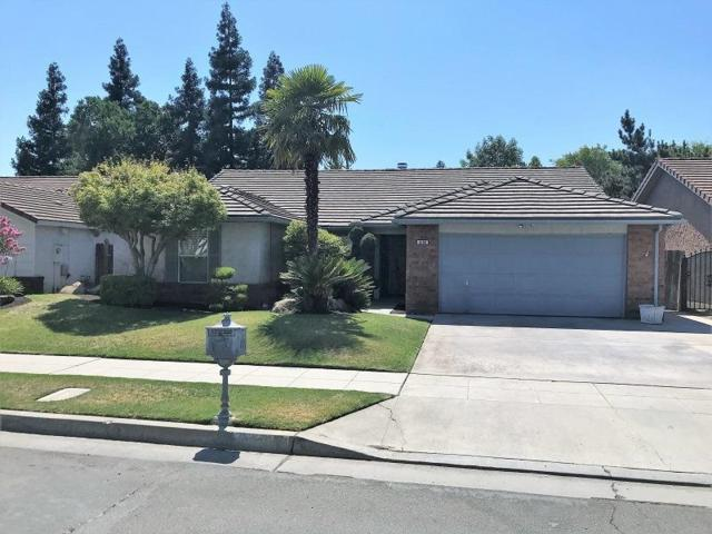 6109 N Hazel Avenue, Fresno, CA 93711 (#506556) :: FresYes Realty