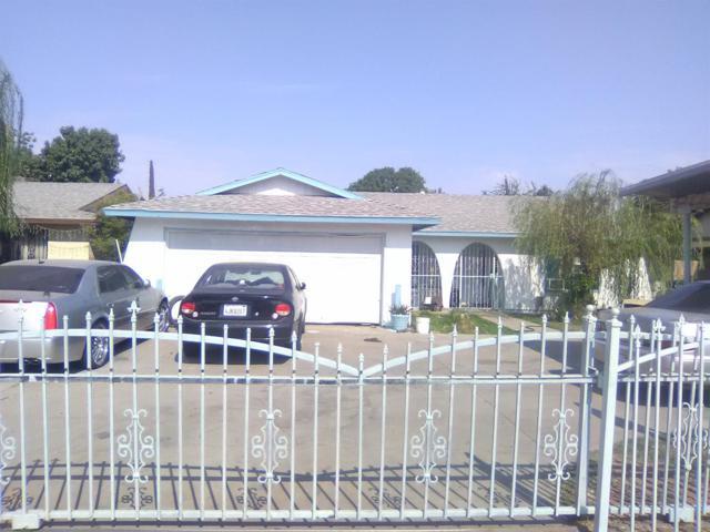 2341 S Martin L King Jr Boulevard, Fresno, CA 93706 (#508081) :: Soledad Hernandez Group