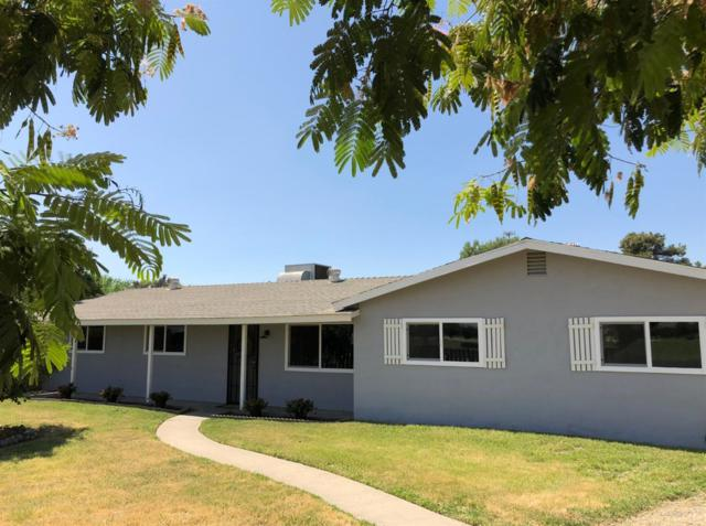 17465 Idaho Avenue, Lemoore, CA 93245 (#509340) :: Soledad Hernandez Group