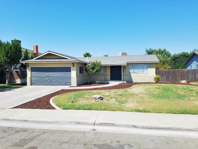 590 Wood Lane, Lemoore, CA 93245 (#509769) :: Soledad Hernandez Group