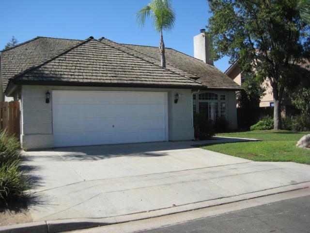 2103 E Pryor Avenue, Fresno, CA 93720 (#509782) :: FresYes Realty