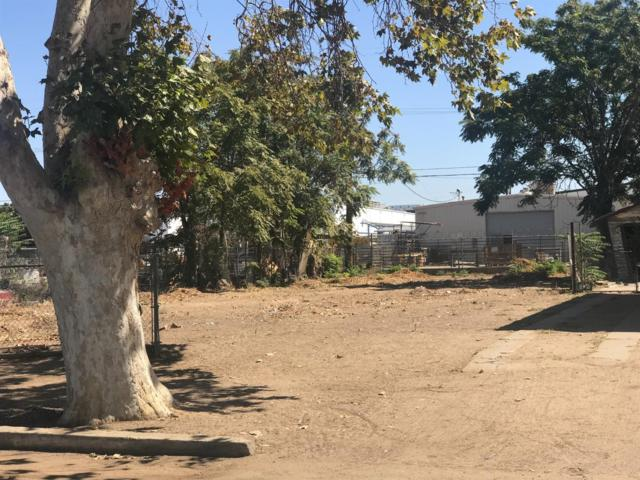 1929 S Sarah Street, Fresno, CA 93721 (#510380) :: Soledad Hernandez Group