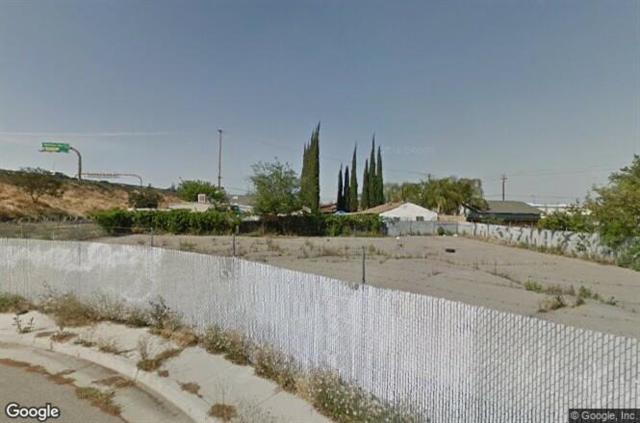 4531 E Hammond Avenue, Fresno, CA 93703 (#510460) :: Soledad Hernandez Group