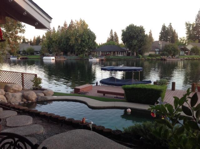 869 E Catalina Circle, Fresno, CA 93730 (#510515) :: Soledad Hernandez Group