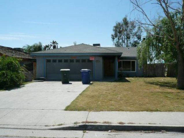 3913 Highland Hills Street, Bakersfield, CA 93308 (#510889) :: FresYes Realty