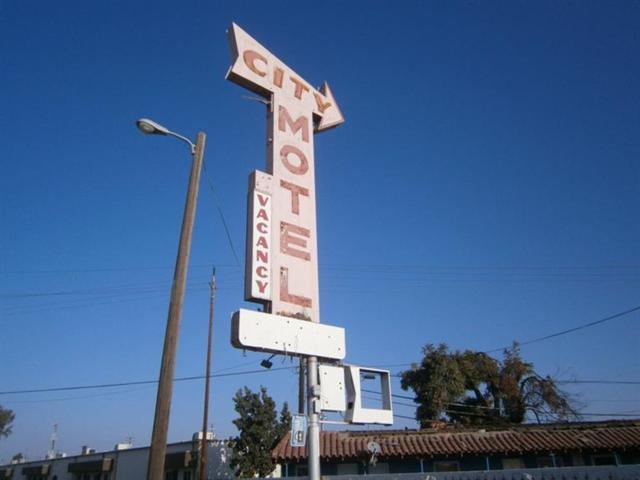 2309 S G Street, Fresno, CA 93721 (#511397) :: FresYes Realty