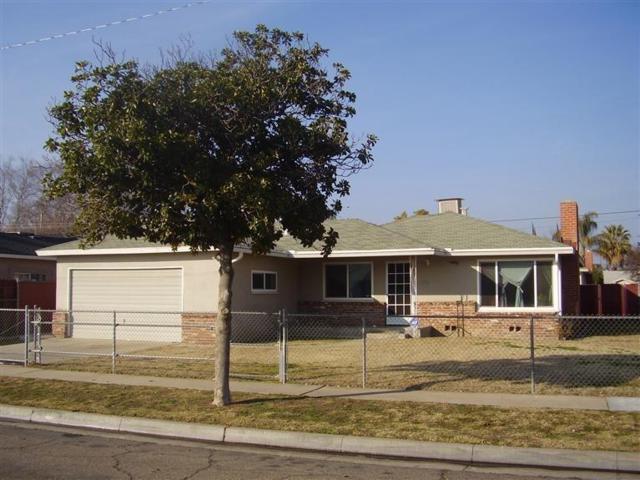 3883 E Bellaire Way, Fresno, CA 93726 (#512143) :: Soledad Hernandez Group