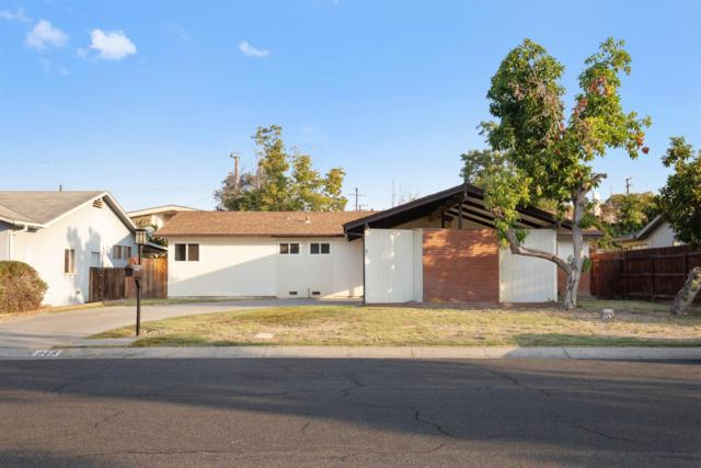948 W Iris Avenue, Visalia, CA 93277 (#513304) :: FresYes Realty