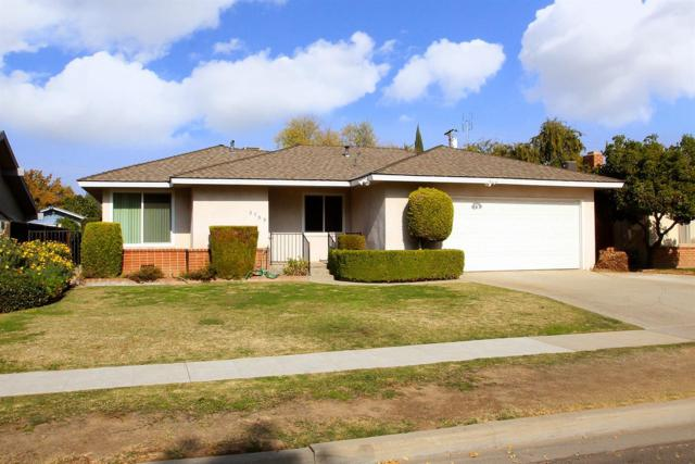 2703 E Robinson Avenue, Fresno, CA 93726 (#513709) :: FresYes Realty