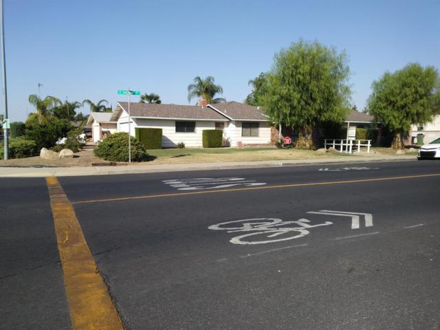 501 E Saginaw Avenue, Dinuba, CA 93618 (#516963) :: Soledad Hernandez Group