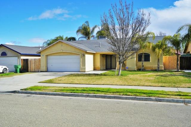 764 Venice Avenue, Lemoore, CA 93245 (#517294) :: Soledad Hernandez Group