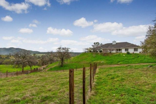 22568 Loper Valley Lane, Prather, CA 93651 (#517313) :: Soledad Hernandez Group