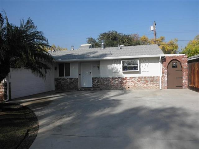 2813 E Willis Avenue, Fresno, CA 93726 (#517619) :: Soledad Hernandez Group