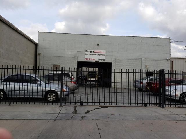 2016 NW H St Street, Fresno, CA 93721 (#517704) :: Soledad Hernandez Group