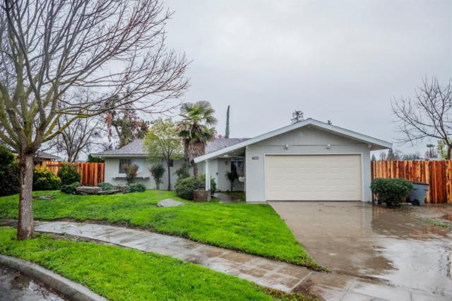 6043 N Knoll Avenue, Fresno, CA 93711 (#517928) :: Soledad Hernandez Group