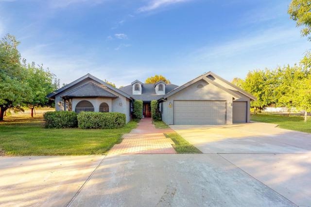 7810 E Nees Avenue, Clovis, CA 93619 (#521843) :: FresYes Realty