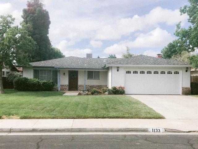 1133 W Mary Avenue, Visalia, CA 93277 (#523450) :: FresYes Realty