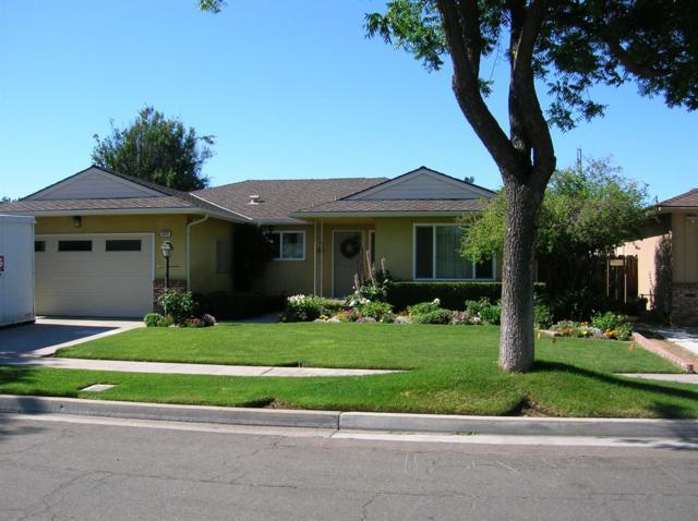 2575 W Acacia Avenue, Fresno, CA 93705 (#525322) :: Raymer Realty Group