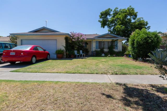 4523 N Garden Avenue, Fresno, CA 93726 (#526854) :: FresYes Realty