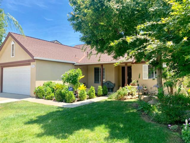 2111 E Cromwell Avenue, Fresno, CA 93720 (#527032) :: Raymer Realty Group