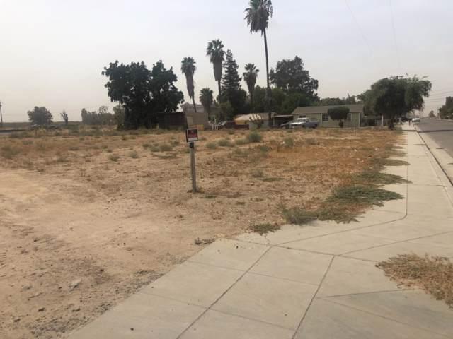 7003 N Weber Avenue, Fresno, CA 93722 (#530627) :: Dehlan Group