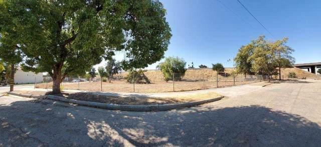 1931 E White Avenue, Fresno, CA 93701 (#531368) :: FresYes Realty