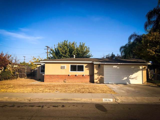 1604 James Street, Sanger, CA 93657 (#533266) :: Raymer Realty Group