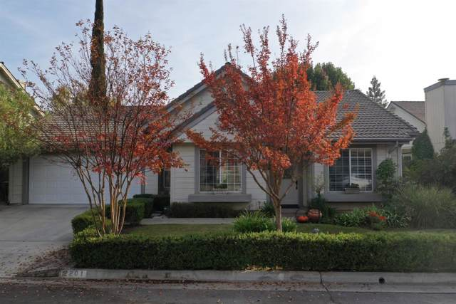 2201 E Pinedale Avenue, Fresno, CA 93720 (#533472) :: Raymer Realty Group