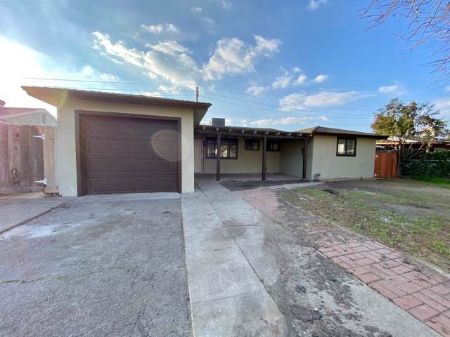 4305 N Anna Street, Fresno, CA 93726 (#536512) :: FresYes Realty